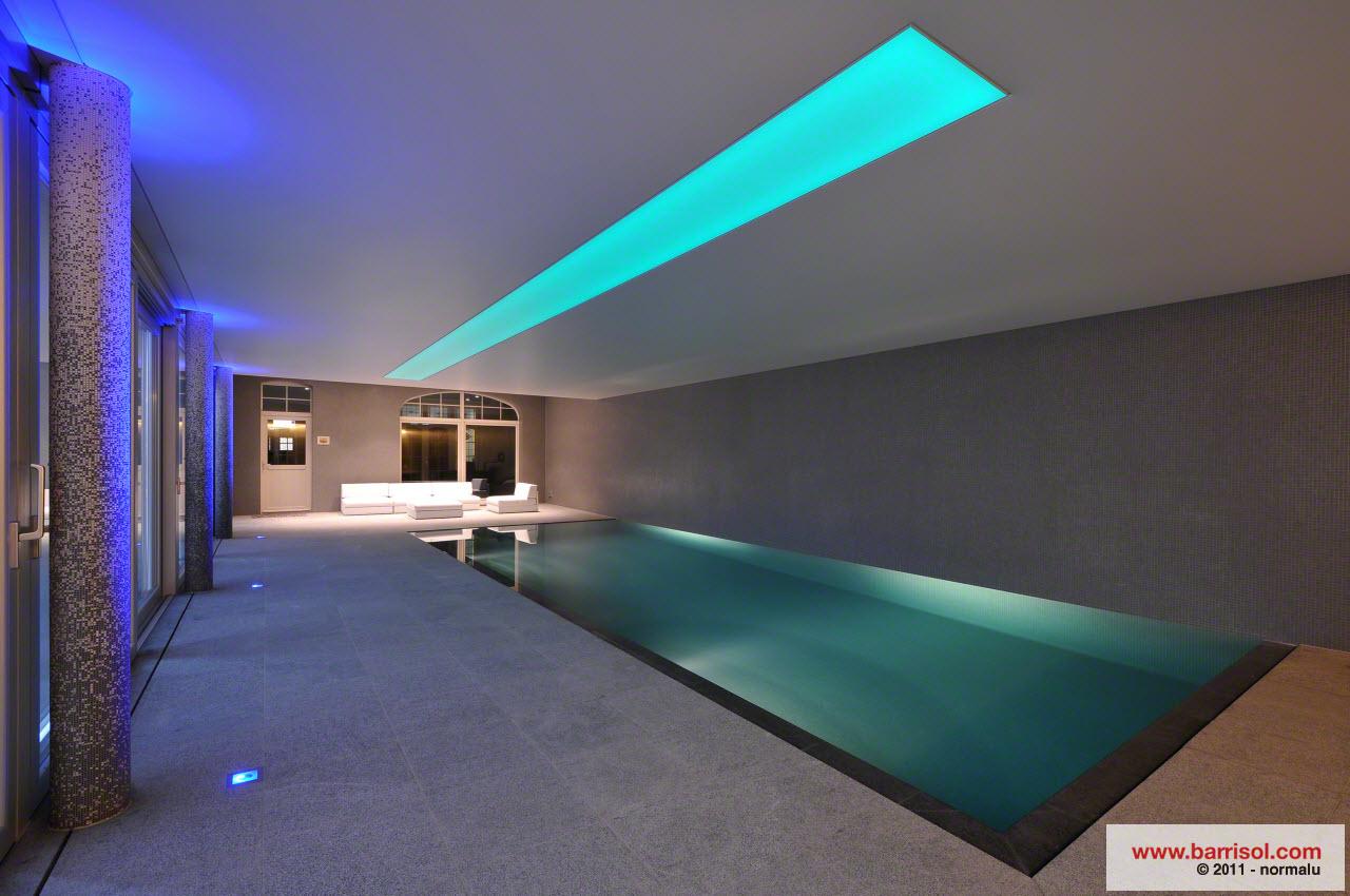 R alisation en plafond tendu lumi re color for Bandeau lumineux plafond
